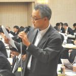 発言する自治労 佐藤寛喜代議員