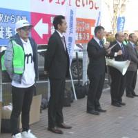 福島駅西口で訴える連合福島役員の皆さん