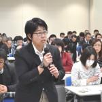 質疑応答で発言する、JP労組・伊藤昭子さん