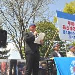 式典司会を務めた、阿部薫実行委員会事務局次長