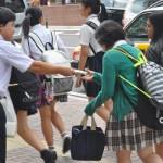 高校生に奨学金・教育費のアンケート協力をお願いした連合福島 冨沢幸司執行委員