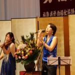 オープニング合奏 左)ヴァイオリニスト・草野美香さん、右)口笛奏者・柴田晶子さん