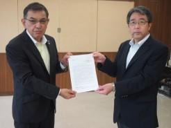 要請書を手交する連合福島 今野 会長と川西 福島労働局長